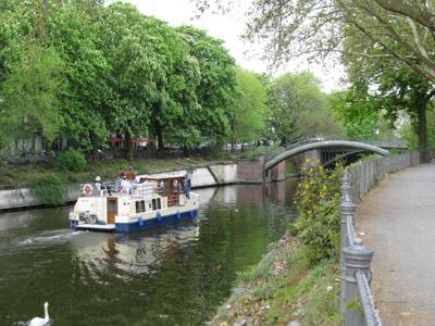 Vor der Admiralbrücke auf dem Landwehrkanal