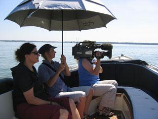 Ein TV-Team dreht an Bord